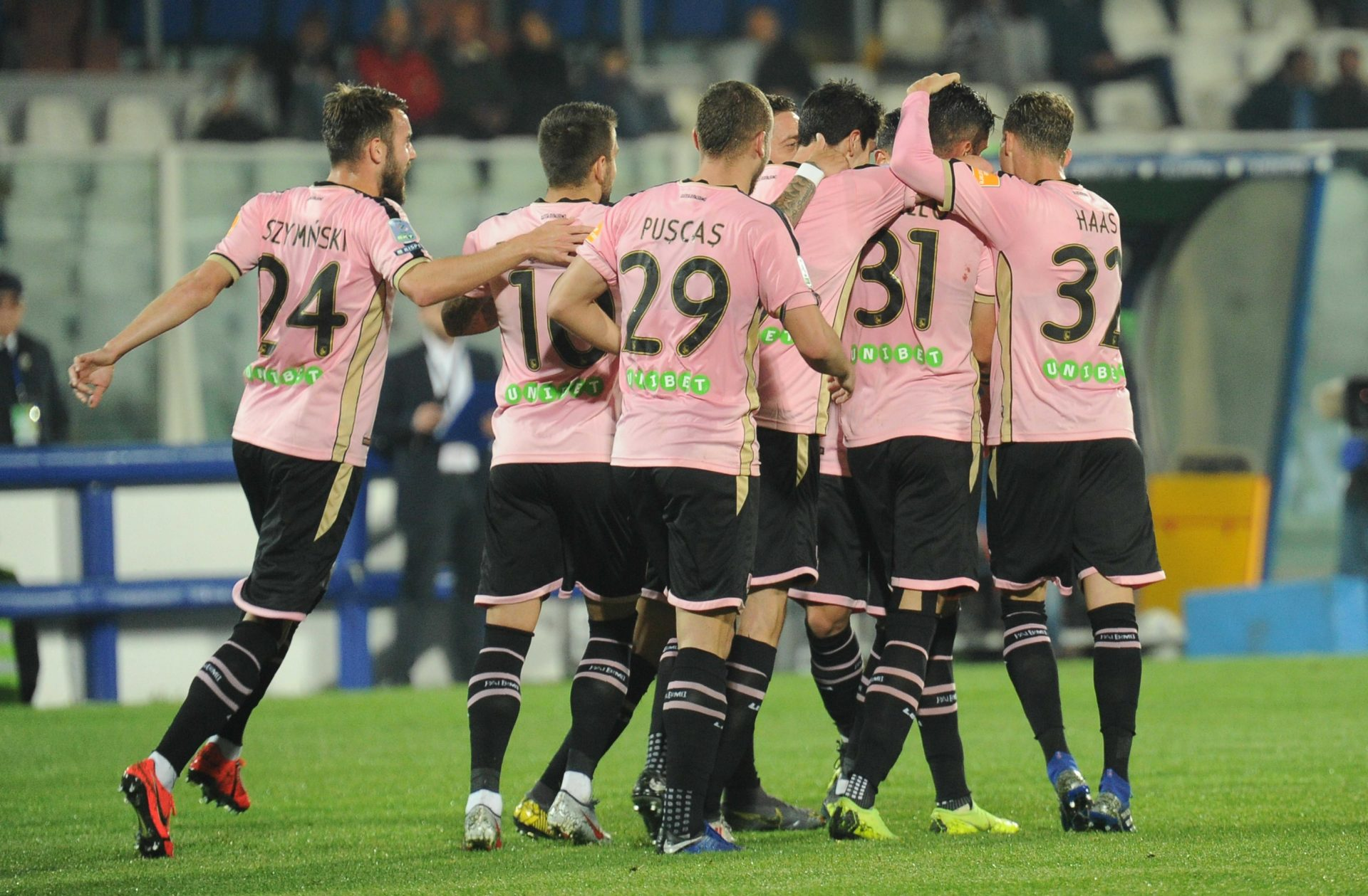 Calendario Calcio Padova.Palermo La Serie A E Una Questione Per Tre Calcio Rosanero